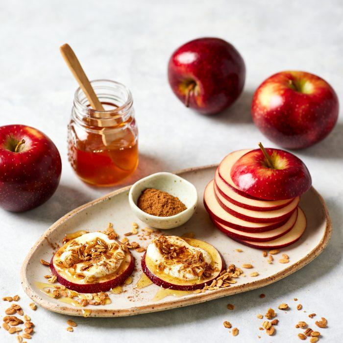 Apple Bites: Granola & Greek Yoghurt