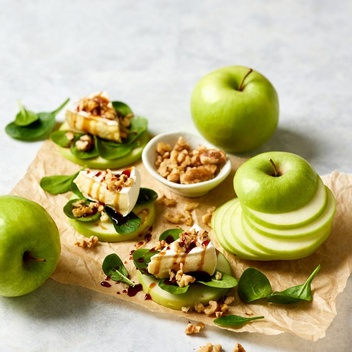 Apple Bites: Brie, Baby Spinach & Walnuts